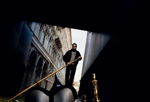 Gondolier à Venise photographié par Alex majoli - Magnum