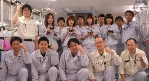 les employés de Fujifilm remettent en route la chaine de production du Fuji X100