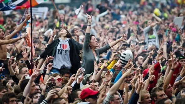 spectateurs au festival des vieilles charrues 2011
