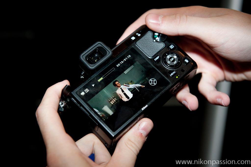 Présentation du Nikon 1 J1 et V1 par Nikon France