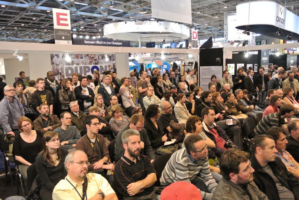 La foule sur le stand de l'Agora du Net Nikon passion au Salon de la Photo