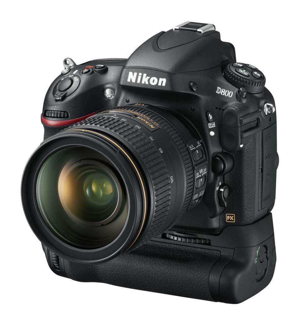 Nikon D800 vu de face avec la poignée MB-D12
