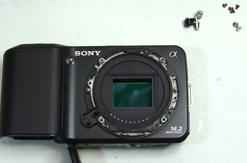 Le Sony NEX-3 démonté