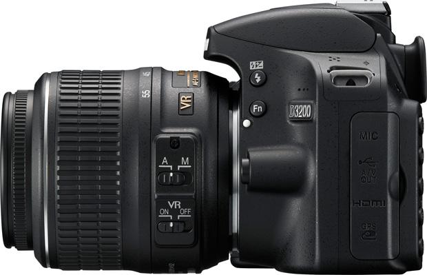 Nouveau Nikon D3200 vu de profil