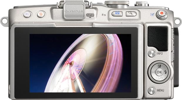 Olympus E-PL5 vu de dos avec écran orientable