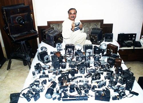 4425 appareils photos dans sa collection et le record au Guiness Book pour Dilish Parekh