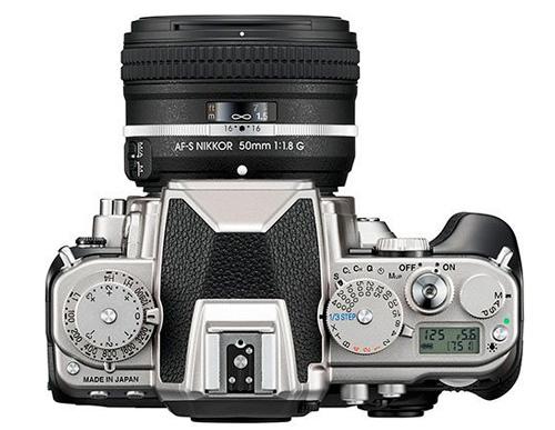 Nikon Df vu de dessus en version chromée