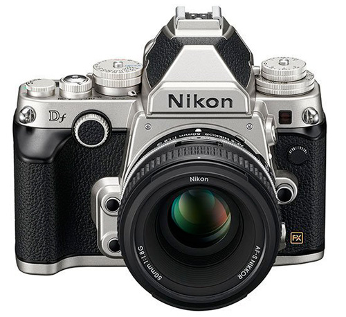 Nikon Df vu de face en version chromée