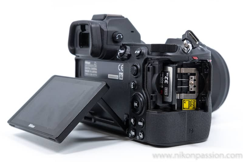 Test Nikon Z7 : emplacement carte XQD CFexpress