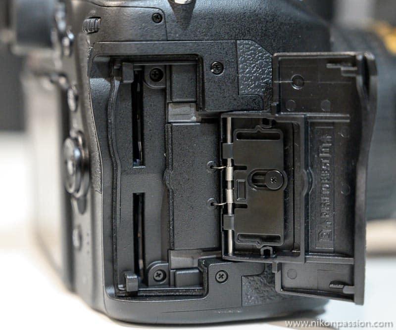 Nikon D780, emplacements deux cartes mémoire SD