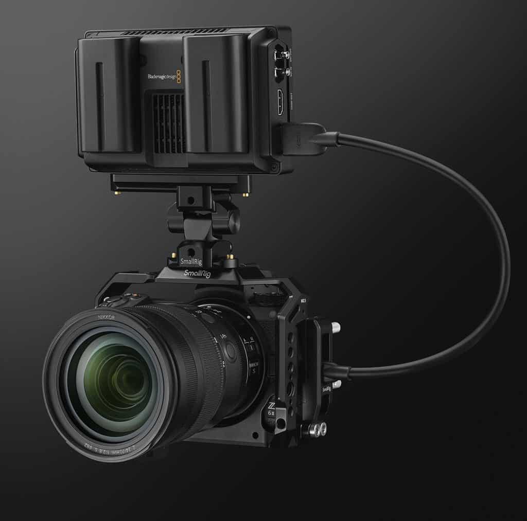 Nikon Z 6 série 2 avec cage Smallrig et moniteur Blackmagick