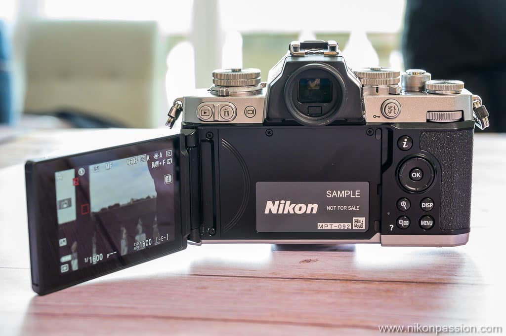 Nikon Z fc écran orientable